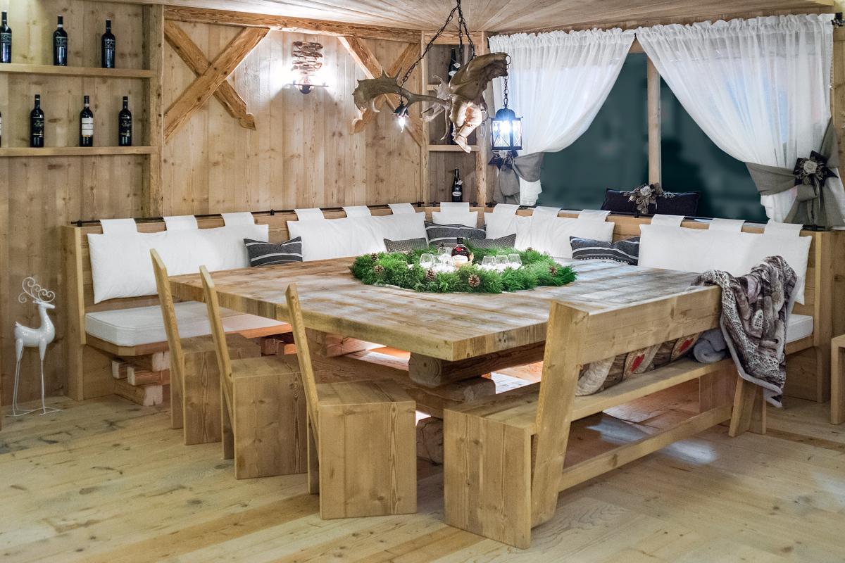 Falegnameria hermann ambienti con arredamenti artigianali for Arredamento taverna