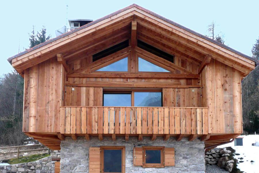 Falegnameria hermann ambienti con arredamenti artigianali for Baita di legno