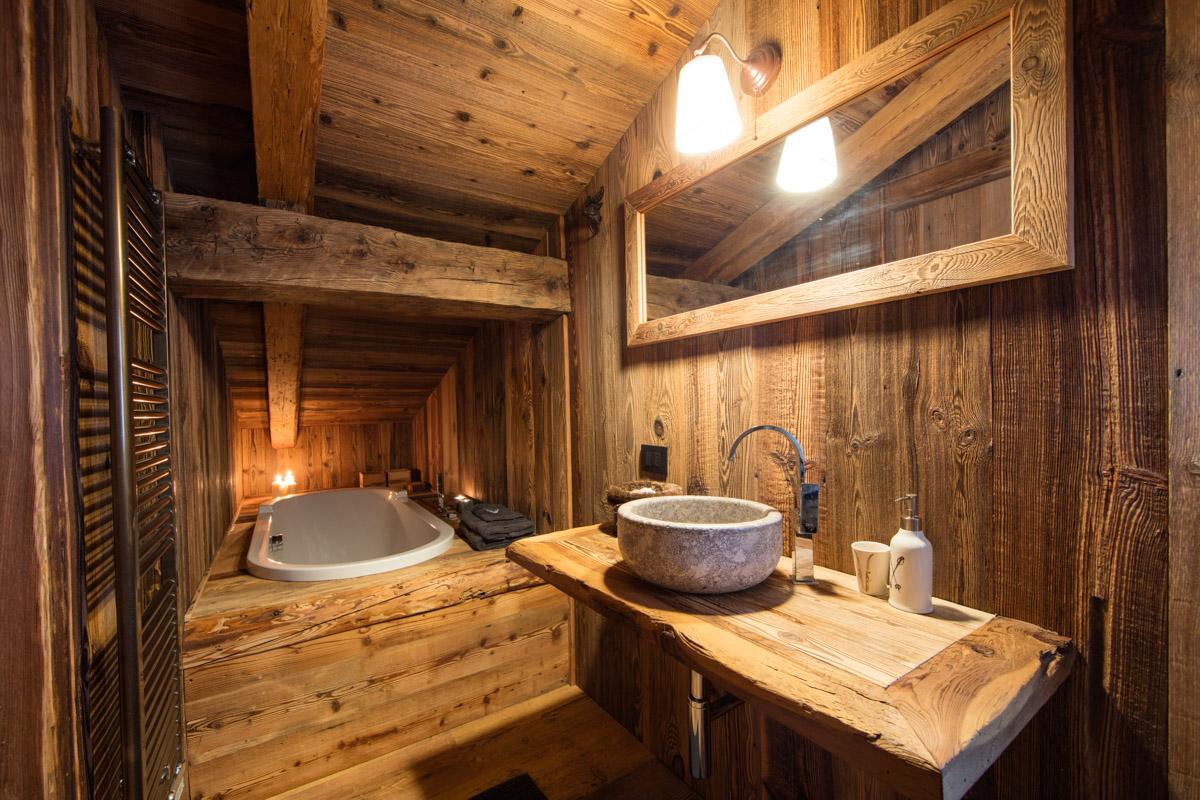 Falegnameria hermann ambienti con arredamenti artigianali for Chalet arredamento